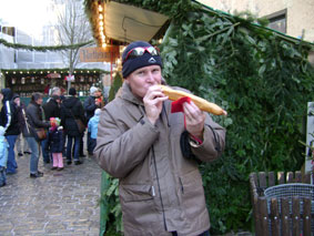 Rothenburg ob der Tauber - eating a foot long Bratwurst